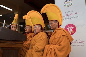 Празднование Дня явления чудесных сил Будды