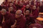 Монахи из разных стран, в том числе из Кореи, Китая и Мексики, принявшие монашеские обеты, слушают наставления Его Святейшества Далай-ламы. Дхарамсала, Индия. 6 марта 2017 г. Фото: Тензин Чойджор (офис ЕСДЛ)