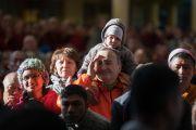 Некоторые из слушателей во время учений Его Святейшества Далай-ламы по тексту Джатаки о бодхисаттве-дятле. Дхарамсала, Индия. 12 марта 2017 г. Фото: Тензин Чойджор (офис ЕСДЛ)