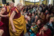 Его Святейшество Далай-лама покидает главный тибетский храм по завершении посвящения Авалокитешвары. Дхарамсала, Индия. 14 марта 2017 г. Фото: Тензин Чойджор (офис ЕСДЛ)