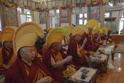 Монахи монастыря Намгьял возглавляют молебен о долгой жизни Его Святейшества Далай-ламы. Дхарамсала, Индия. 15 марта 2017 г. Фото: Лобсанг Церинг (офис ЕСДЛ)