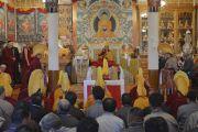 Вид на зал собраний резиденции Его Святейшества Далай-ламы во время молебна о долгой жизни Далай-ламы. Дхарамсала, Индия. 15 марта 2017 г. Фото: Тензин Пунцок (офис ЕСДЛ)