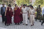Его Святейшество Далай-лама прибывает в международный конференц-центр Раджгира. Раджгир, штат Бихар, Индия. 18 марта 2017 г. Фото: Тензин Чойджор (офис ЕСДЛ)