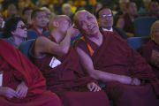 Старшие представители тибетской монашеской общины во время интерактивной сессии второго дня трехдневной международной конференции, посвященной роли буддизма в 21-м веке. Раджгир, штат Бихар, Индия. 18 марта 2017 г. Фото: Тензин Чойджор (офис ЕСДЛ)