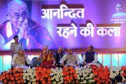 Его Святейшество Далай-лама выступает с лекцией «Искусство быть счастливым». Бхопал, штат Мадхья-Прадеш, Индия. 19 марта 2017 г. Фото: Чиме Тензин (офис ЕСДЛ)