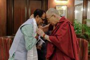 Его Святейшество Далай-лама и главный министр штата Мадхья-Прадеш Шиврадж Сингх Чоухан. Бхопал, штат Мадхья-Прадеш, Индия. 19 марта 2017 г. Фото: Чиме Тензин (офис ЕСДЛ)