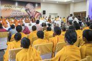 Его Святейшество Далай-лама проводит интерактивную встречу с местными жителями в ашраме Шри Удасина Каршни. Матхура, штат Уттар-Прадеш, Индия. 21 марта 2017 г. Фото: Тензин Чойджор (офис ЕСДЛ)