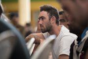Игрок национальной сборной Австралии по крикету слушает наставления Его Святейшества Далай-ламы. Дхарамсала, Индия. 24 марта 2017 г. Фото: Тензин Чойджор (офис ЕСДЛ)