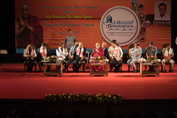 Далай-лама стал гостем Государственного открытого университета им. Кришны Канта Хандикью и Книжной лавки юриста, а также посетил фестиваль Намами Брахмапутра