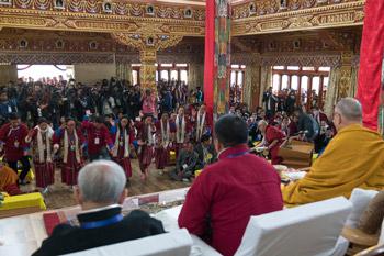 Далай-лама принял участие в открытии нового храма в монастыре Тхупсунг Дхаргьелинг, провел учения и даровал разрешение на практику Авалокитешвары