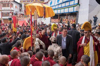 Дээрхийн Гэгээнтэн Далай Лам Диранаас Даваны зүг хөдлөв