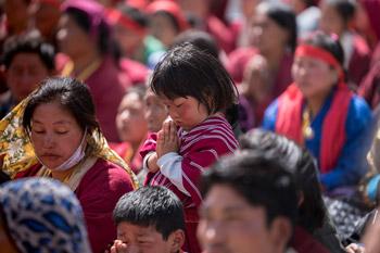 Далай-лама даровал посвящение Авалокитешвары и посетил Угьен Линг и музей Дордже Кханду