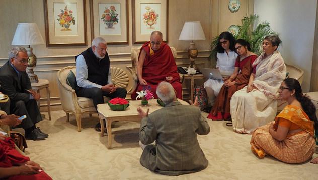 Далай Ламд олон улсын улс төрд оруулсан хувь нэмрийг нь үнэлэн профессор М.Л.Сондигийн нэрэмжит шагнал гардуулав