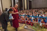 Его Святейшество Далай-лама прибывает на встречу с более чем 400 тибетцами из регионов северо-восточной Индии. Гувахати, штат Ассам, Индия. 2 апреля 2017 г. Фото: Тензин Чойджор (офис ЕСДЛ)