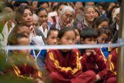Тибетцы из регионов северо-восточной Индии слушают наставления Его Святейшества Далай-ламы. Гувахати, штат Ассам, Индия. 2 апреля 2017 г. Фото: Тензин Чойджор (офис ЕСДЛ)