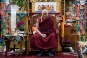 Его Святейшество Далай-лама во время церемонии приветствия в монастыре Тхубчок Гацел Линг. Бомдила, штат Аруначал-Прадеш, Индия. 4 апреля 2017 г. Фото: Тензин Чойджор (офис ЕСДЛ)