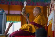 Его Святейшество Далай-лама дарует посвящение долгой жизни Белой Тары. Бомдила, штат Аруначал-Прадеш, Индия. 5 апреля 2017 г. Фото: Тензин Чойджор (офис ЕСДЛ)