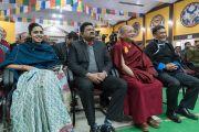 Слушатели во время публичной лекции Его Святейшества Далай-ламы в одной из старших школ Бомдилы. Бомдила, штат Аруначал-Прадеш, Индия. 5 апреля 2017 г. Фото: Тензин Чойджор (офис ЕСДЛ)
