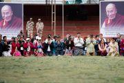Верующие получают посвящение долгой жизни Белой Тары, даруемое Его Святейшеством Далай-ламой в Парке Будды. Бомдила, штат Аруначал-Прадеш, Индия. 5 апреля 2017 г. Фото: Тензин Чойджор (офис ЕСДЛ)