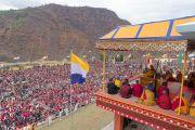 Его Святейшество Далай-лама дарует учения более чем 20,000 верующих в монастыре Тхупсунг Дхаргьелинг. Диранг, штат Аруначал-Прадеш, Индия. 6 апреля 2017 г. Фото: Тензин Чойджор (офис ЕСДЛ)