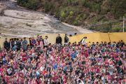 Некоторые из более чем 20,000 верующих, собравшихся на учения Его Святейшества Далай-ламы в монастыре Тхупсунг Дхаргьелинг. Диранг, штат Аруначал-Прадеш, Индия. 6 апреля 2017 г. Фото: Тензин Чойджор (офис ЕСДЛ)