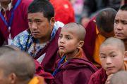 Слушатели во время учений Его Святейшества Далай-ламы в монастыре Тхупсунг Дхаргьелинг. Диранг, штат Аруначал-Прадеш, Индия. 6 апреля 2017 г. Фото: Тензин Чойджор (офис ЕСДЛ)