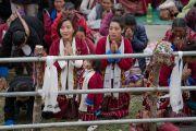 Верующие выражают почтение Его Святейшеству Далай-ламе по завершении учений в монастыре Тхупсунг Дхаргьелинг. Диранг, штат Аруначал-Прадеш, Индия. 6 апреля 2017 г. Фото: Тензин Чойджор (офис ЕСДЛ)