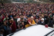 Его Святейшество Далай-лама покидает монастырь Тхупсунг Дхаргьелинг по завершении учений, на которые собрались более 20,000 верующих. Диранг, штат Аруначал-Прадеш, Индия. 6 апреля 2017 г. Фото: Тензин Чойджор (офис ЕСДЛ)