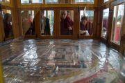 Его Святейшество Далай-лама совершает краткое паломничество в храм Калачакры, где в 1983 году он даровал 8-е посвящение Калачакры. Диранг, штат Аруначал-Прадеш, Индия. 7 апреля 2017 г. Фото: Тензин Чойджор (офис ЕСДЛ)