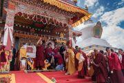 Его Святейшество Далай-лама обращается к местным жителям, остановившись на обед в монастыре Монпалпунг Джангчуб Чойкхорлинг по дороге в Таванг. Джанг, штат Аруначал-Прадеш, Индия. 7 апреля 2017 г. Фото: Тензин Чойджор (офис ЕСДЛ)