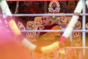 Его Святейшество Далай-лама дарует учения по произведению Камалашилы «Срединные ступени медитации» и сочинению Гьялсэ Тогме Сангпо «37 практик бодхисаттвы». Таванг, штат Аруначал-Прадеш, Индия. 8 апреля 2017 г. Фото: Тензин Чойджор (офис ЕСДЛ)