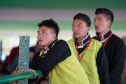 Слушатели во время первого дня учений Его Святейшества Далай-ламы, организованных на площадке Йига Чойзин при монастыре Таванг. Таванг, штат Аруначал-Прадеш, Индия. 8 апреля 2017 г. Фото: Тензин Чойджор (офис ЕСДЛ)