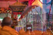 Его Святейшество Далай-лама дарует посвящение Авалокитешвары во время второго дня учений в храме Йига Чойзин. Таванг, штат Аруначал-Прадеш, Индия. 9 апреля 2017 г. Фото: Тензин Чойджор (офис ЕСДЛ)