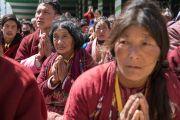 Некоторые из более чем 50,000 верующих, собравшихся на площадке при храме Йига Чойзин, чтобы послушать учения Его Святейшества Далай-ламы. Таванг, штат Аруначал-Прадеш, Индия. 9 апреля 2017 г. Фото: Тензин Чойджор (офис ЕСДЛ)