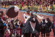 По завершении учений Его Святейшества Далай-ламы артисты выходят на сцену, чтобы исполнить танец яка. Таванг, штат Аруначал-Прадеш, Индия. 10 апреля 2017 г. Фото: Тензин Чойджор (офис ЕСДЛ)