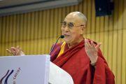 Его Святейшество Далай-лама выступает с лекцией о сострадании и глобальной ответственности в международном центре Индии. Нью-Дели, Индия. 27 апреля 2017 г. Фото: Лобсанг Церинг (офис ЕСДЛ)