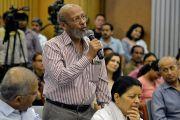 Один из слушателей задает вопрос Его Святейшеству Далай-ламе во время лекции в международном центре Индии. Нью-Дели, Индия. 27 апреля 2017 г. Фото: Лобсанг Церинг (офис ЕСДЛ)