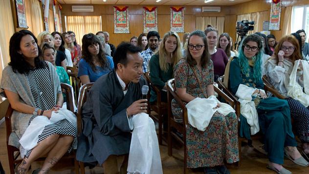 Далай-лама обсудил вопросы светской этики со студентами из США, Канады и Индии