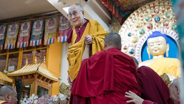 Далай-лама даровал посвящение Авалокитешвары в честь начала священного месяца Сага Дава
