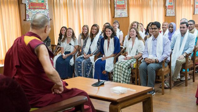 Далай-лама встретился со студентами университета Эмори, приехавшими на летнюю программу обучения