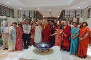 Его Святейшество Далай-лама и члены комитета по созданию учебной программы преподавания общечеловеческих ценностей по завершении совещания в Нью-Дели. 28 апреля 2017 г. Фото: Джереми Рассел (офис ЕСДЛ)