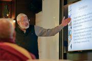 Арун Капур, директор школы «Васант Вэлли», выступает с докладом во время совещания рабочего комитета по созданию учебной программы преподавания общечеловеческих ценностей. Нью-Дели, Индия. 28 апреля 2017 г. Фото: Лобсанг Церинг (офис ЕСДЛ)