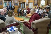 Его Святейшество Далай-лама во время встречи с членами двухпартийной делегации конгресса США. Дхарамсала, Индия. 9 мая 2017 г. Фото: Тензин Чойджор (офис ЕСДЛ)
