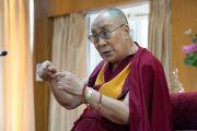 Его Святейшество Далай-лама обращается к студентам из США, Канады и Индии, собравшимся в его резиденции. Дхарамсала, Индия. 19 мая 2017 г. Фото: Тензин Пунцок (офис ЕСДЛ)