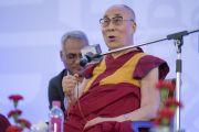Дээрхийн Гэгээнтэн Далай Лам олон нийтийн асуултанд хариулж байгаа нь. Энэтхэг, Шинэ Дели. 2017.05.24. Гэрэл зургийг Тэнзин Чойжор (ДЛО)