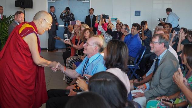 Далай-лама ответил на вопросы журналистов и прочел публичную лекцию в Сан-Диего