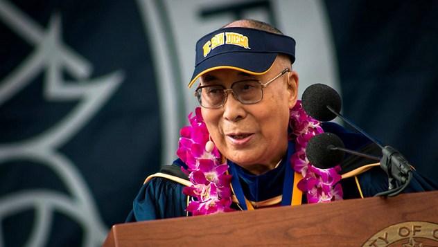 Далай-лама посетил церемонию вручения дипломов в Калифорнийском университете в Сан-Диего