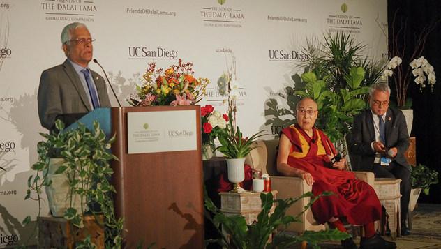 Его Святейшество посетил зоопарк Сан-Диего и встретился с индийцами и тибетцами