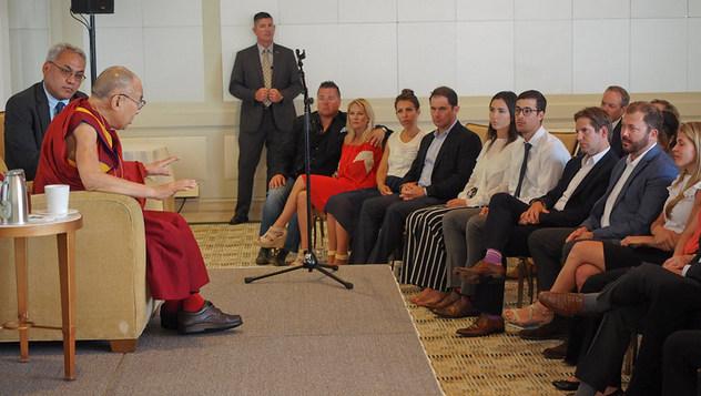 Далай-лама побеседовал с членами Организации молодых президентов