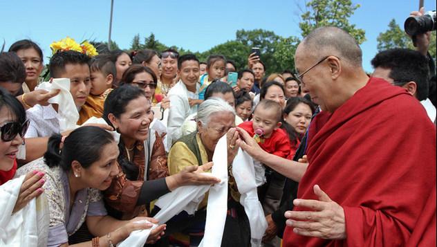 Из Ньюпорт-Бич Далай-лама отправился в Миннеаполис